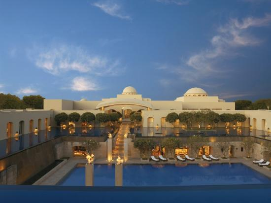 5 star hotels in gurgaon list info gurgaon five star for Five star hotels around the world