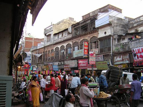 shopping-in-aminabad-lucknow